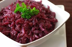 Rotkohl 1 (Traditional sweet and sour red cabbage) German Rouladen, Tasty Dishes, Side Dishes, Main Dishes, Rouladen Recipe, German Red Cabbage, Veggie Recipes, Cooking Recipes, Beef Recipes