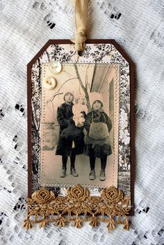 Vintage photo tag. lace or gold rose dazzles