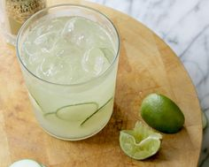 Yummy Mummy :: Guide to Skinny Sippin' (50 Low Cal Cocktails!) Cucumber Moscow Mule!
