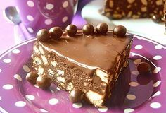 Avete mai provato a fare una torta con gli stessi ingredienti del salame al cioccolato?Il risultato di questa rivisitazione è ancora più goloso e decisamente più leggero in quanto mancano le...