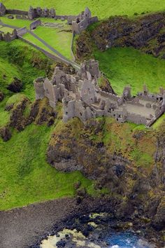 Dunluce castle, co. Antrim, N.Ireland - Love this view of Dunluce Castle:)
