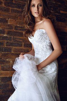 Casamento - Vestido de Noiva renda decote tomara que caia (Vestido: Nova Noiva | Foto: Ivan Erick)