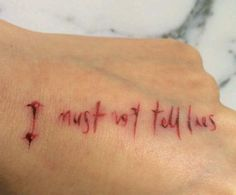 10 tatuagens delicadas de harry potter que s os potterheads ideias de tatuagens eu quero riscos tatuagem hp tatuagem de livro tatuagens harry potter harry james potter tatuagens silhueta tatuagens de nerd fandeluxe Gallery