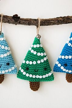 Alberelli Christmas decoration - free crochet tree pattern in English, Spanish and Italian by Ilaria Caliri (aka airali) Handmade Christmas Tree, Crochet Christmas Trees, Christmas Crochet Patterns, Crochet Ornaments, Holiday Crochet, Christmas Toys, Christmas Knitting, Christmas Decorations, Christmas Ornaments