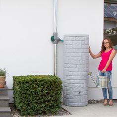 Diese Regentonne mit 360 L Volumen in der Farbe granit überzeugt durch die naturbetreue Nachbildung einer kleinen Natursteinsäule. #regentonne #regentonnenshop www.regentonnenshop.de