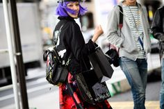 The Best Street Style From Mercedes-Benz Fashion Week Tokyo Tokyo Fashion, Harajuku Fashion, Cool Street Fashion, Asian Fashion, Tokyo Street Style, Street Style Blog, Autumn Street Style, New Fashion Trends, Fashion News