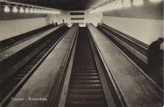 De roltrappen omhoog vanuit de rijwiel-en voetgangerstunnel van de Maastunnel in Rotterdam ©SPARO