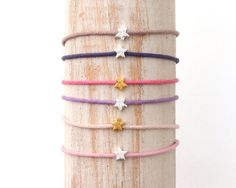 Sieh dir dieses Produkt an in meinem Etsy-Shop https://www.etsy.com/listing/215978836/friendship-bracelet-tiny-star-bracelet