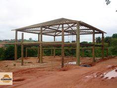 Casas com estrutura de madeira... tudo em construção rústica. Estruturas de Eucalipto e outros tipos de madeira.