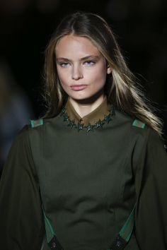 Anna Mila Guyenz | Versace