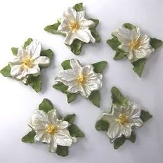 These white pearl poinsettia Christmas Cake decorations also come in two other different pearlescent shades that really glow in candlelight!