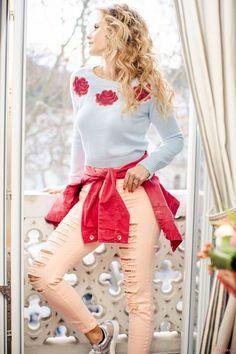 cristina ferreira valverde look varanda-3 Cristina Ferreira, Rose Adidas, Ideias Fashion, Casual Outfits, Ruffle Blouse, Fashion Looks, Floral, Skirts, Tops