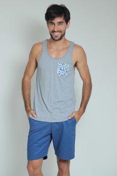 Moda Para Homens: Regata Cinza com bolso florido Azul.