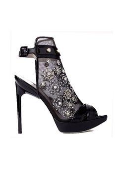 Tendencias: Los zapatos más rompedores de 2013. Decorado con pedrería, de Jason Wu.
