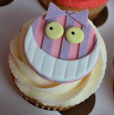 Alice in Wonderland Mad Hatter's Tea Party Cupcakes by Little Paper Cakes, via Flickr