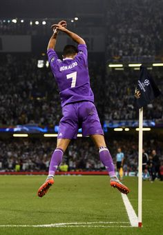 Cristiano Ronaldo, best football player in the world Cristiano Ronaldo 7, Cristiano Ronaldo Celebration, Ronaldo Cr7, Fifa Football, Ronaldo Football Player, Soccer Players, Real Madrid Football Club, Real Madrid Soccer, Ronaldo Real Madrid