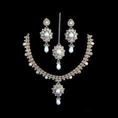 Online boutique for exclusive and affordable handmade Indian jewellery, inspiring you to feel beautiful and Love The Way You Look.