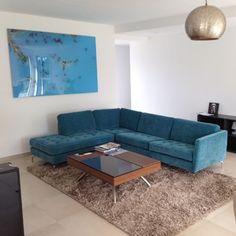 Bienvenue chez vous ! Aménagement d'un salon dans une maison contemporaine #BoConcept #Annecy #Furniture #Decoration #Osaka #Chiva #Napoli #Turquoise #Blue #WelcomeHome