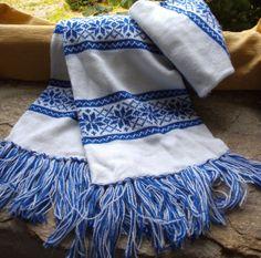 White and Royal Blue Norwegian Snowflake Fairisle Pattern Machine Knitted Scarf