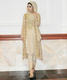 How to wear hijab with asian outfits Pakistani Bridal Wear, Pakistani Dress Design, Pakistani Outfits, Modest Fashion Hijab, Muslim Fashion, How To Wear Hijab, Hijab Stile, Hijab Style Tutorial, Fancy Dress Design