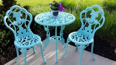 DIY Painted Bistro Set How To: Refinish Wrought Iron....use wire brushes to get old paint off.....turquoise
