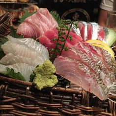 Why not celebrate your holiday with a big serving of sashimi at Yompachigyojo in Ebisu? 体育の日には恵比寿の四十八漁場のお刺身の盛り合わせはどうですか by tokyo_food_page