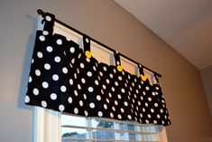 I like the style of these curtains.