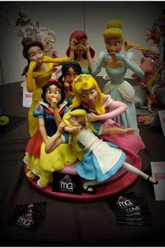 Disney cake.. Haha, silly princesses!                                                                                                                                                                                 Más