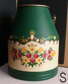 ampliar Metal Milk Jug, Pots, Milk Cans, Painting On Wood, Painted Rocks, Folk Art, Diy And Crafts, Crafty, Canning