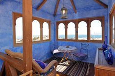 Private room in Valparaiso, Chile. We offer a beautiful and romantic Suite with view to the Pacific Ocean in a family home in the UNESCO Heritage city of Valparaiso, Chile, South America. We are close to the city center and most attractive touristic sites and we have good connectiv...