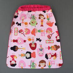 Serviette de table enfant cou élastiqué Les filles Lilooka. L'enfant peut la mettre et la retirer seul à la cantine ou à la maison. Lavable à 40 %. 100 % coton. Pour les enfants qui ne veulent plus de bavoir. Idée cadeau. Dimensions : 40 x 36 cm. http://www.lilooka.com/a-table-1/serviettes-de-table-cou-elastique-enfants/serviette-de-table-enfant-cou-elastique-les-filles-lilooka.html