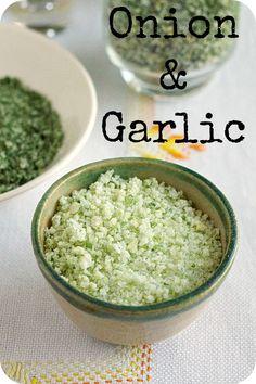 Seasoned Sea Salt - Garlic & Onion Sea Salt - Sal Marinho de Cebola e Alho. A great choice to have garlic & onion always ready to use and all natural and full of flavour. Uma opção natural e cheia de sabor de ter o alho e a cebola sempre preparados para usar.  http://www.deliportugal.com/en/compra/rio-maior-salt-fonte-salina-6-variety-pack-574526