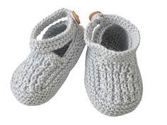 Des chaussons tout mignons pour ses petits petons ! Présentés dans le n° de mars 2011 d'Enfant Magazine, ils sont tricotés dans un point fantaisie et en mousse.