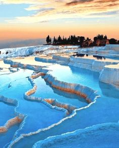 Visit the enchanting and eternal city of Pamukkale. You will never forget it. Colorado Lakes, Road Trip To Colorado, Pamukkale, Beautiful Landscape Photography, Beautiful Landscapes, Beautiful Scenery, Amazing Photography, Road Trip Packing, Travel Tours