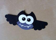 Kleine Fledermaus für Halloween, mit Stanzern gemacht, inspiriert von Eulen, die ich auf Pinterest entdeckt hatte. Little bat made from punches, inspired by owls I found on Pinterest.