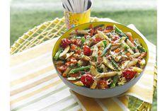 À base de pâtes de blé entier, cette salade regorge de légumes frais et de fromage râpé. C'est la recette idéale pour célébrer la récolte d'été!