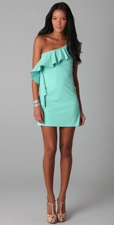 One arm flutter dress in mint. Love the mint color! Cute Summer Dresses, Cute Dresses, Summer Outfits, Cute Outfits, Estilo Fashion, Look Fashion, Fashion Beauty, Fashion Check, Up Girl