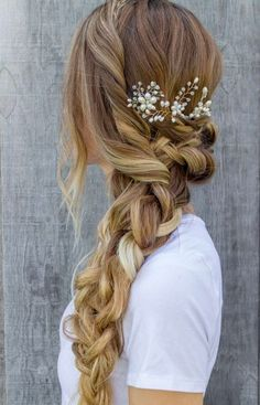 Wedding Hairstyles Medium Hair There is something so romantic about a bride with floral hairstyles. You can find a lot of accessories for wedding hairstyles with flowers. We have gathered some stunning wedding hairstyles with flowers to inspire you. Fishtail Braid Hairstyles, Cute Braided Hairstyles, Wedding Hairstyles For Long Hair, Wedding Hair And Makeup, Pretty Hairstyles, Prom Hairstyles, Hair Makeup, Romantic Hairstyles, Hairstyle Ideas