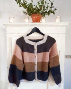 Sorbet Cardigan 🍑 Der er Samstrikk sat i værk af fine @knitsbyaydin @linntheresestrikker og @piamyhrekamp og rabat at hente på både garn og… Color Balance, Cardigans, Sweaters, Sorbet, Knitwear, Diva, Women's Fashion, Pullover, Knitting