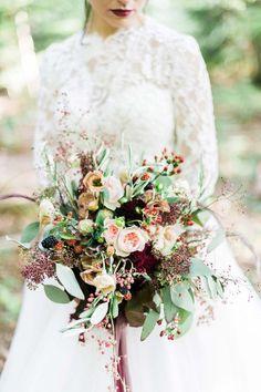 Schneewittchen und die Liebe: Katharina & Hiscan's märchenhafte Waldhochzeit DIE HOCHZEITSFOTOGRAFEN http://www.hochzeitswahn.de/inspirationen/schneewittchen-und-die-liebe-katharina-hiscan-sagten-maerchenhaft-ja/ #wedding #mariage #flowers