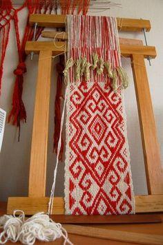 Learn how to weave Pin Weaving, Inkle Weaving, Inkle Loom, Card Weaving, Tablet Weaving, Textiles, Textile Prints, Textile Art, Tapestry Loom