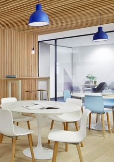Case Meallin Office by Mim Design _ Hal Wood by Vitra Corporate Interior Design, Corporate Interiors, Office Interiors, Interior Work, Cafe Interior, Interior Architecture, Office Space Design, Workplace Design, Commercial Interior Design