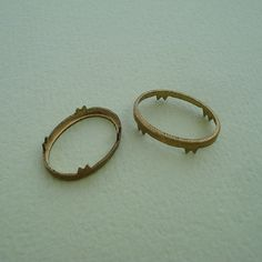 Vintage 16x11mm Brass No Ring Aged Patina Open Back Rim Type Settings with Unusual Prongs for Flat B