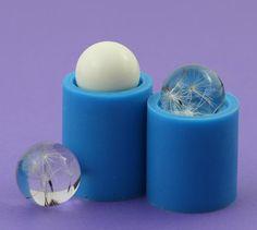 Un molde de silicona para la joyería una esfera de diámetro