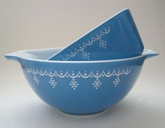 Pyrex Sky Blue Snowflake Cinderella Bowl