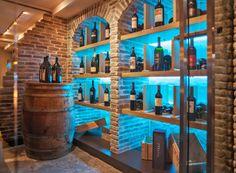 Umfassende Weinauswahl in der Römerbar in Obertauern