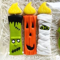 Make your Halloween special by baking some Halloween Cookies. Here are the best Halloween Sugar cookies ideas and royal icing decorations for your inspo. Ghost Cookies, Fall Cookies, Iced Cookies, Cute Cookies, Cupcake Cookies, Cupcakes, Skinny Cookies, Holiday Cookies, Halloween Cookies Decorated