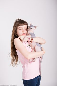but what about the cat? Cute Girls, Little Girls, Kids Fashion, Fashion Show, Body Poses, Domestic Cat, Olaf, Photoshoot Ideas, Cool Kids