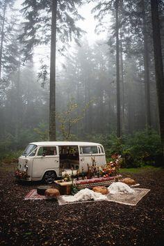 A Beautiful and Misty Bohemian Wedding Shoot in The Woods…. Combi Hippie, Hippie Vintage, Ps Wallpaper, Wallpaper Quotes, Volkswagen, Kombi Home, Living On The Road, Bus Life, Van Living