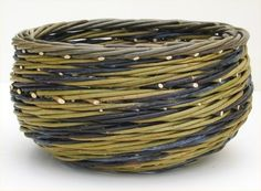 Joe-Hogan-Baskets-Irish-Willow-stripes-Blue-and-Yellow-Bowl - maybe something like this in cane Willow Weaving, Bamboo Weaving, Basket Weaving, Basket Willow, Big Basket, Paper Weaving, Weaving Art, Making Baskets, Traditional Baskets